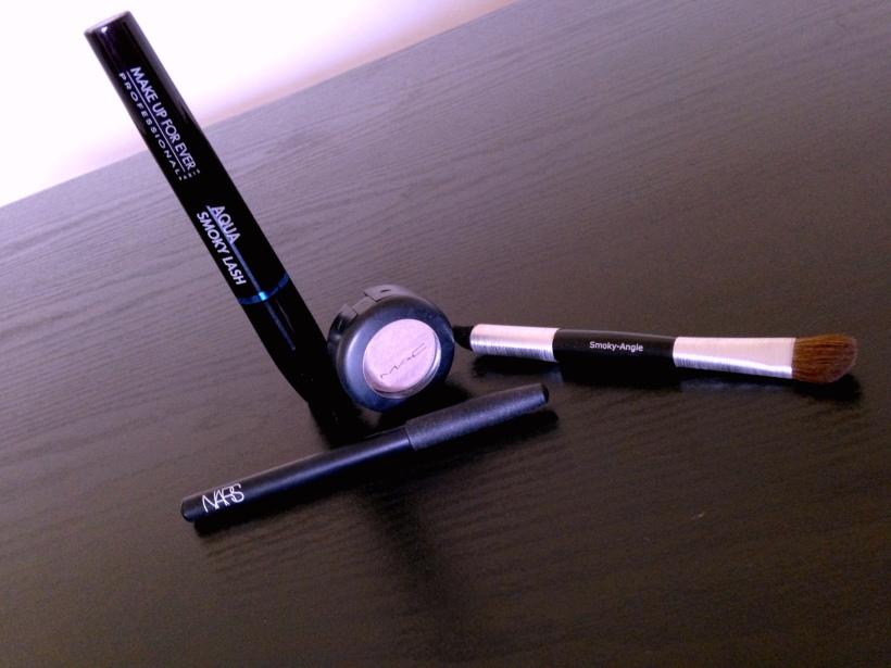 Eye shadow, eyeliner, mascara, applicant brush.