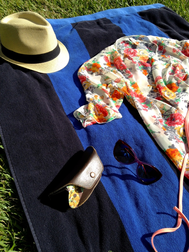 Perfect hat and cover up for a pool day.
