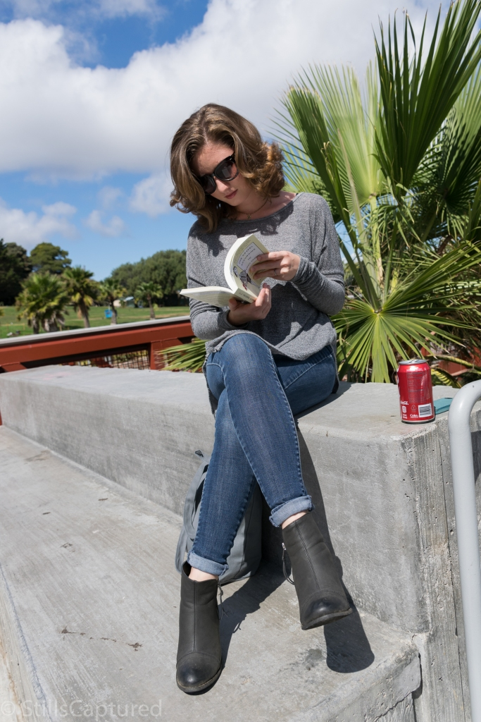 Gray Oversized Sweater, Levis Jeans, Black Booties, Sunglasses, Long Bob