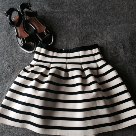 gap skirt and sandals