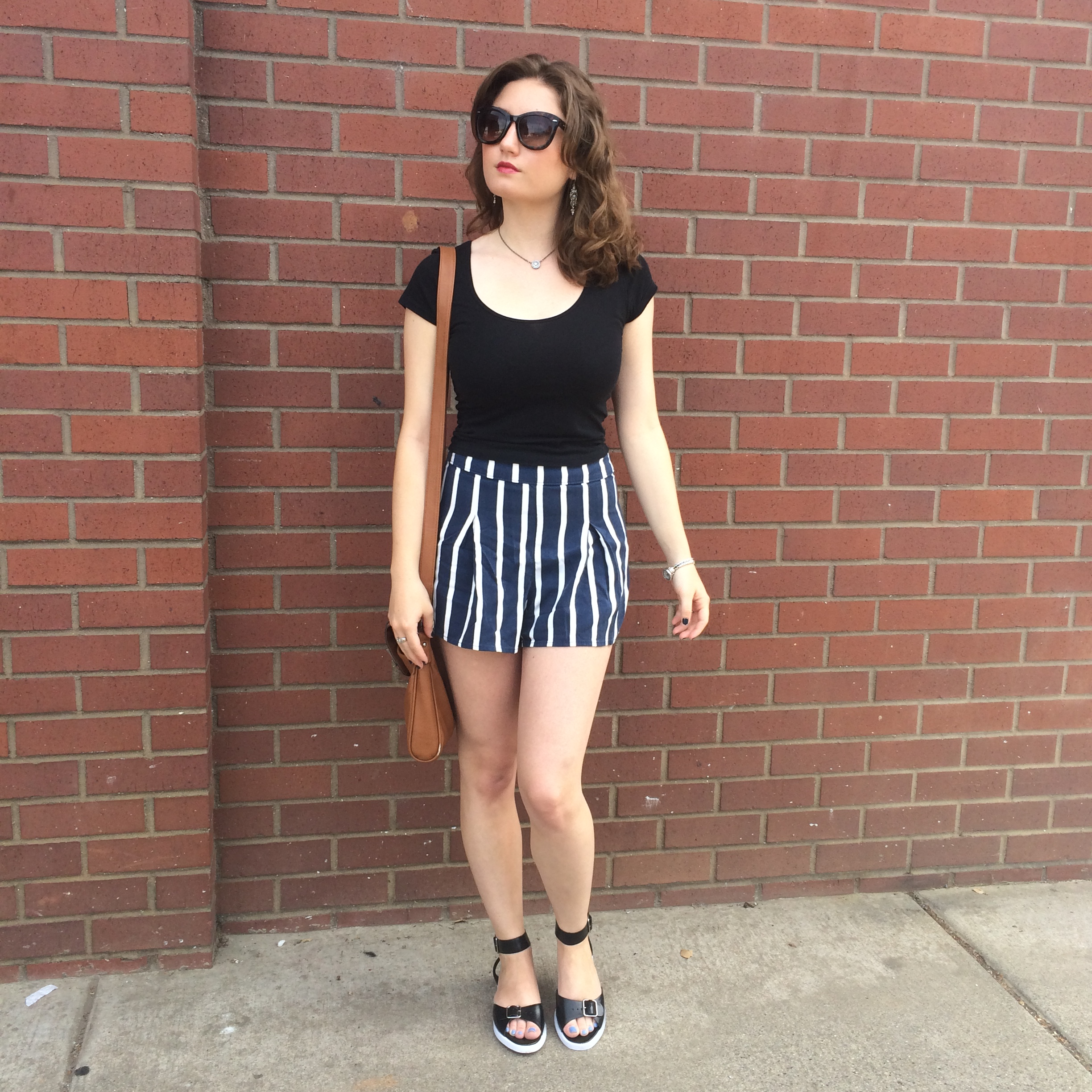 Black sandals gap - Abercrombie Crop Top Abercrombie High Waisted Striped Shorts Gap Strappy Sandals