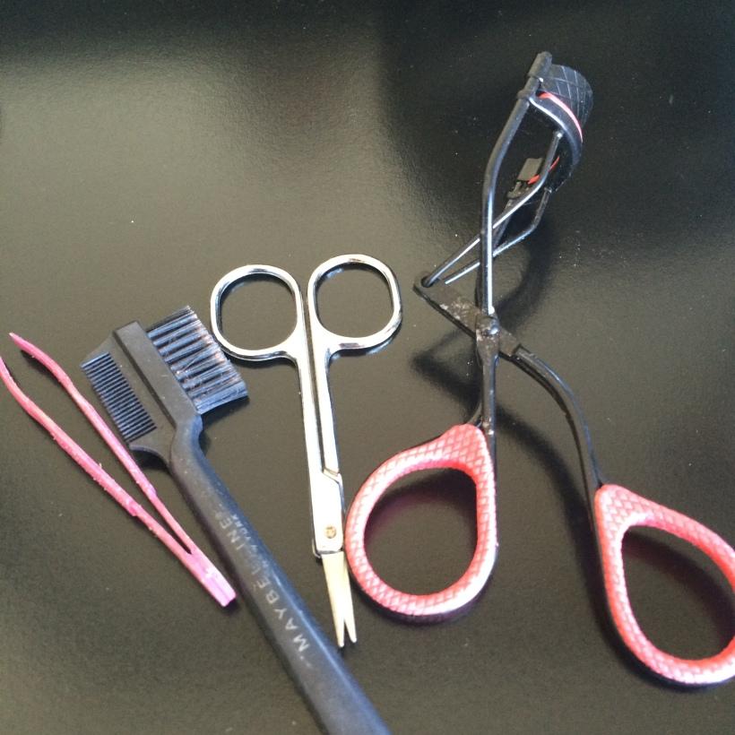 eye grooming tools