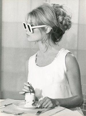 oversized sunglasses, vintage style